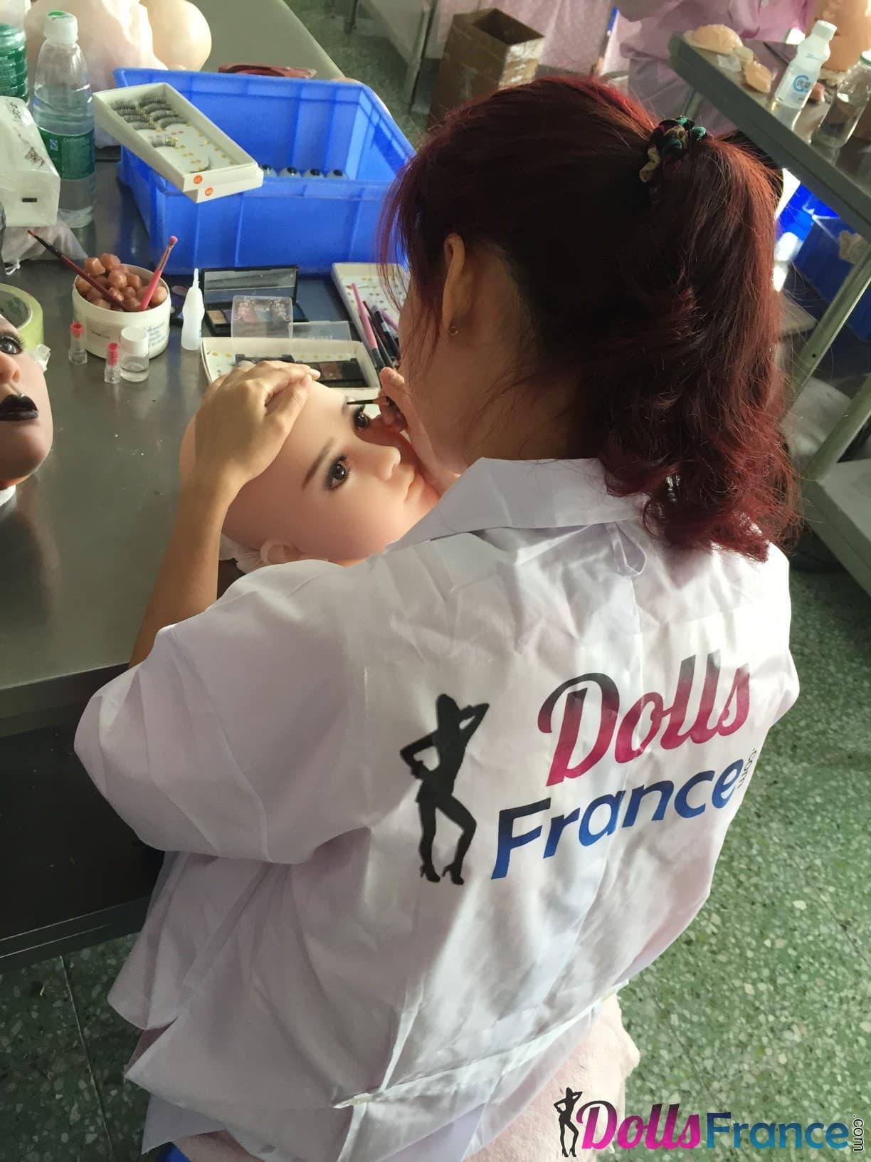 Usine DollsFrance maquillage poupée