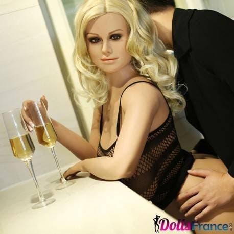 Darcy la poupée sexuelle mature MILF 155cm Climax