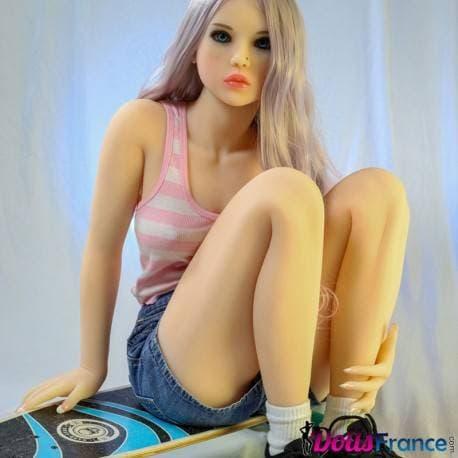 Debbi la jolie skateuse 135cm C-cup Doll4ever