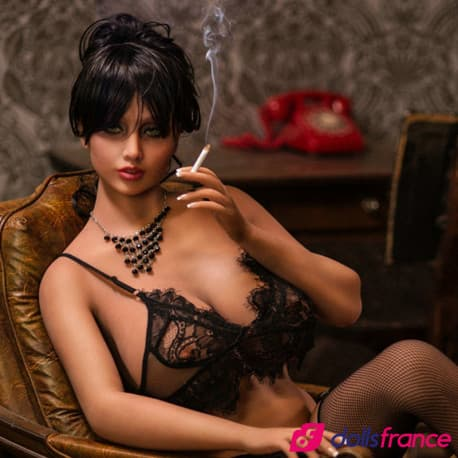 Lovedoll sexy Rosalia fume une clope 171cm G YLdoll