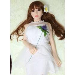 Robe blanche collier de perles pour poupée
