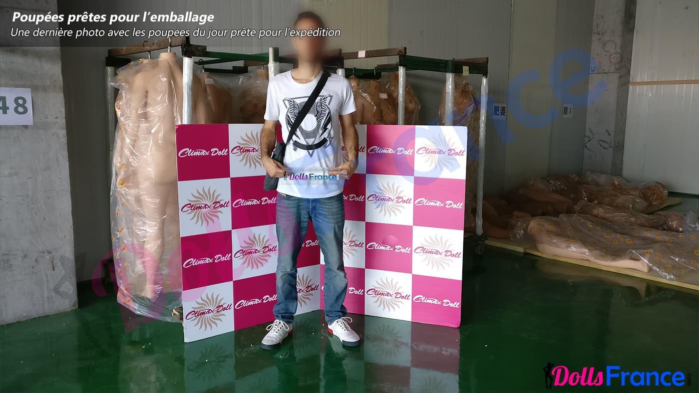 Photo DollsFrance dans l'usine CLimax Doll