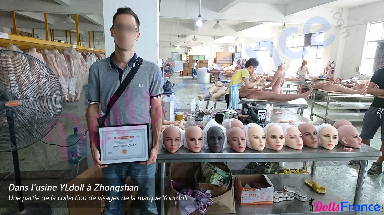 DollsFrance dans l'usine devant les visages Yourdoll