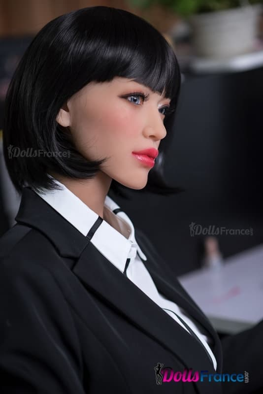 Salope habillee en secretaire - Elle se branle au bureau ...